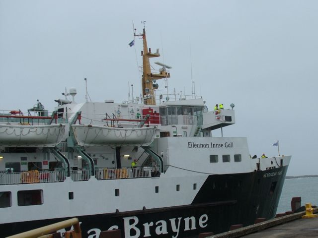 MV Hebridean Isles approaches Tier Pier