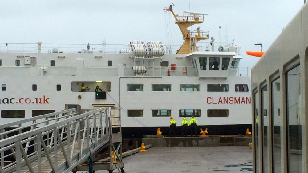 MV Clansman attempts to berth 20.01.15