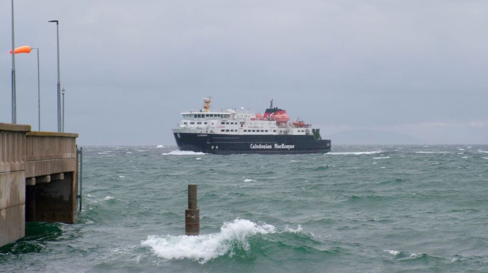 The Mighty Clansman approaches the Pier, Tiree.