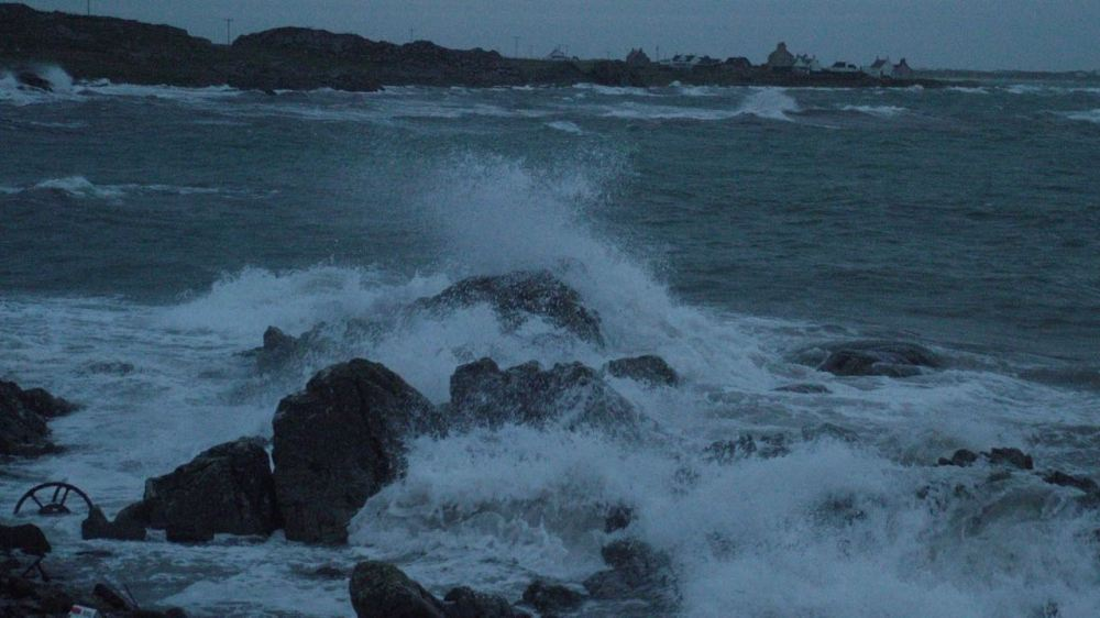Waves crashing at Hynish Pier