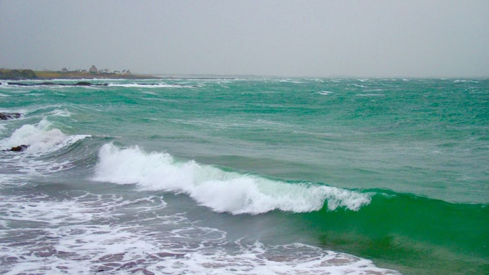 Breakers rolling in at Hynish