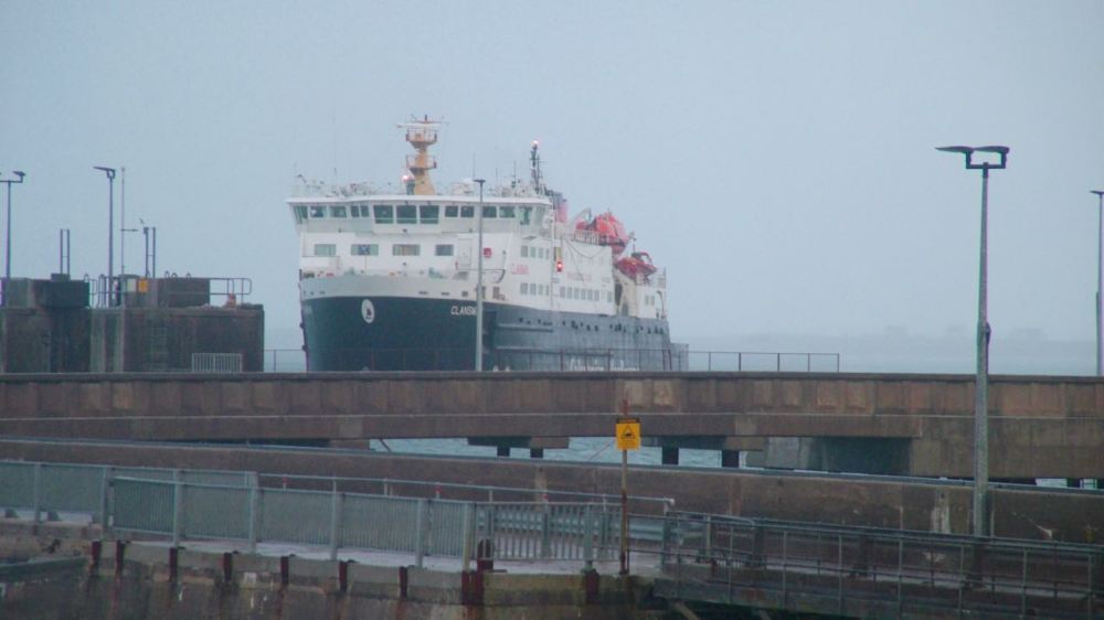 The Clansman heading straight for the pier