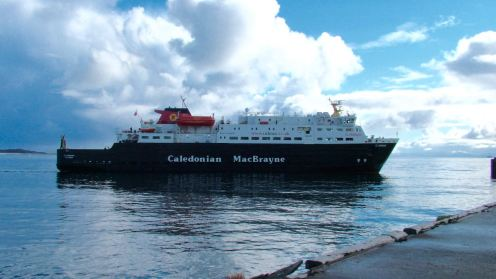 The Clansman approaching the pier at Tiree