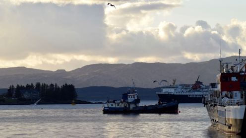 The MV Isle of Mull enters Oban Bay