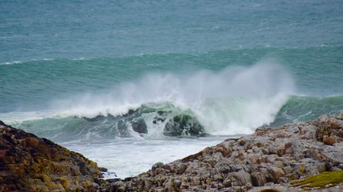 Waves breaking at Vaul