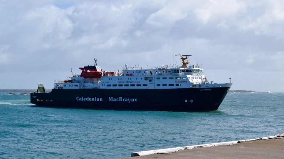 The MV Clansman approaches the pier.