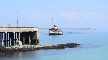 Waverley approaches the Pier at Tiree