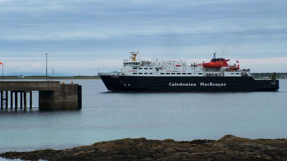 The MV Clansman approaches the pier for a second time in the day