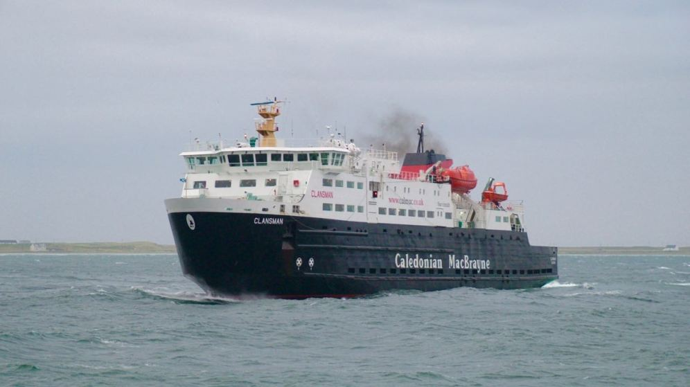 MV Clansman begins her turn in preparation for berthing