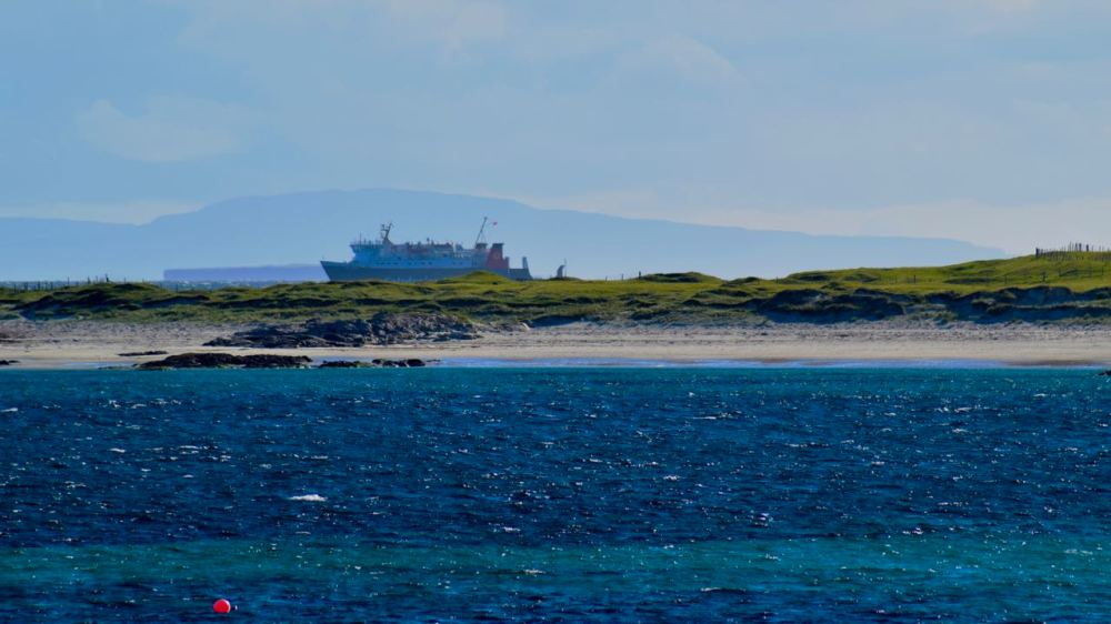 The ferry approaching the Gunna Sound