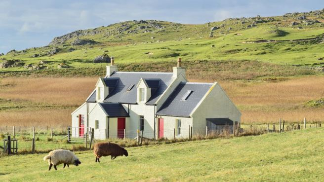 Millport House - The first and last cottage on the footpath