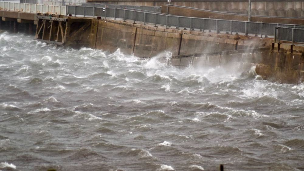 A sudden equal from the South west whips up the water