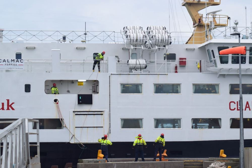 The MV Clansman - bow ropes being thrown at the roundhead