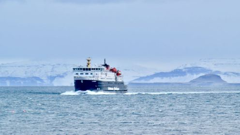 The MV Clansman enters Gott Bay