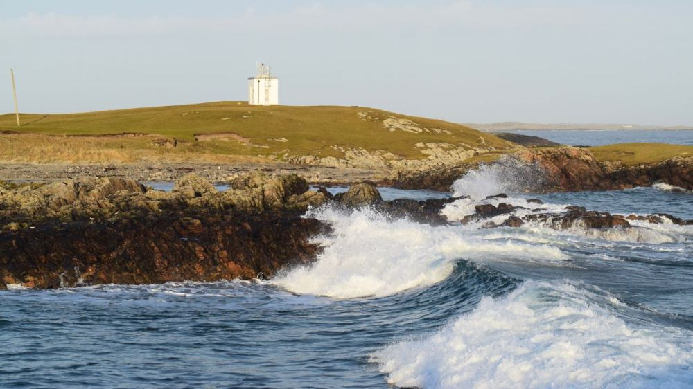 Scarinish Lighthouse in swell conditions