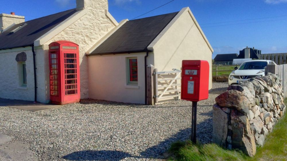 Baugh, the only working telephone box on the island - close to the old roadmap's cottage.
