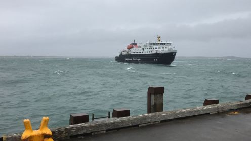 The MV Clansman cautiously approaches the pier