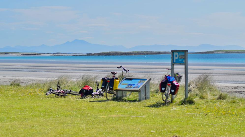 Cyclists taking break at Gott Bay