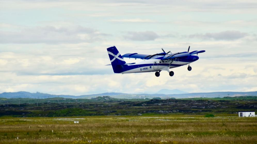 Twin Otter taking off for Glasgow International airport