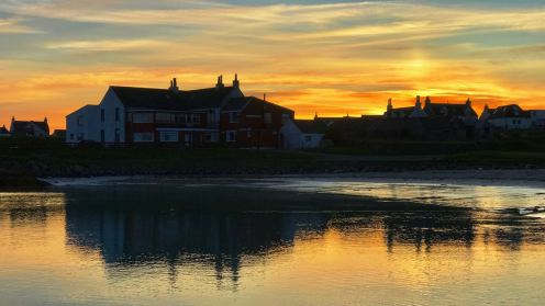 Scarinish Hotel in the setting sun