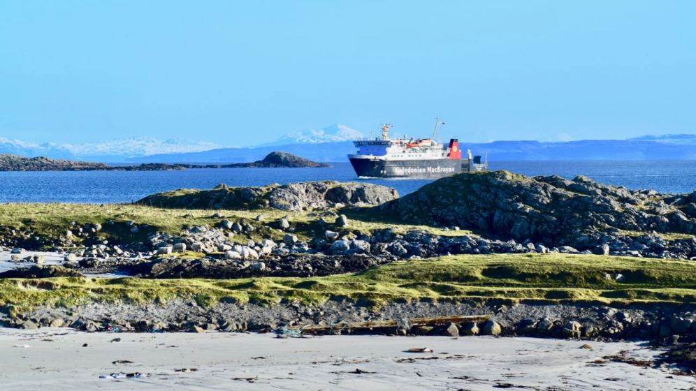 MV Lord of the Isles entering Gott Bay